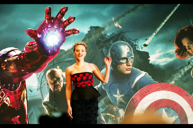 FLASHBACK : Scarlett Johansson and I share a private/public moment at  the premiere of The Avengers