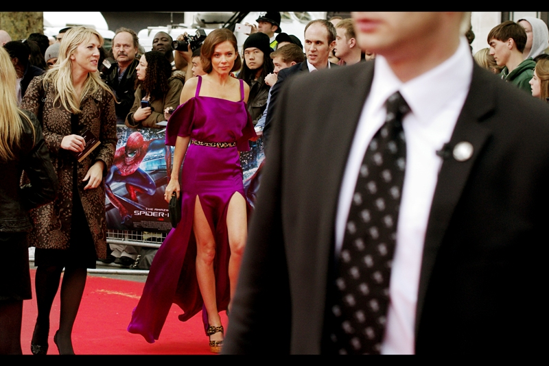 Anna Friel was in the movie 'Limitless' with Bradley Cooper... but I didn't watch it. The dress, though? Hard to miss, even on a red carpet.