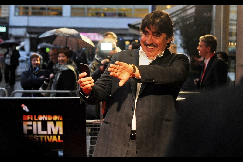"""""""To the left. No... more to the left. Now turn around. Now look over your left shoulder. No, your OTHER left shoulder. There. Now you know how dumb you guys sound whenever you do that""""  Alfred Molina exacts easy vengeance on a couple of Paparazzi."""