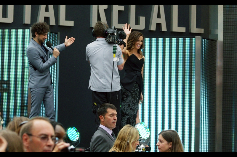 After spending the entirety of the on-stage interview hidden behind the camera man blocking her (because... why would you have a stage when there's no plans to make anybody standing on it visible?), It looks like I'll at least get a few frames of Kate Beckinsale walking down some stairs.