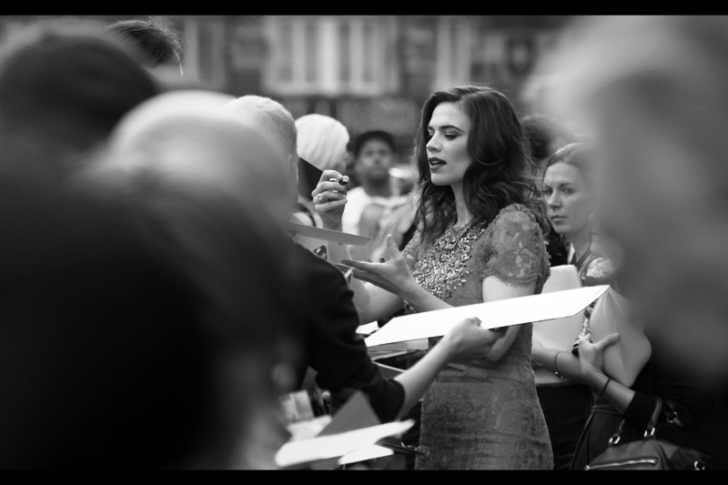 Hayley Atwell is even prettier in black and white than in 1940s military khaki!! (She was in Captain America : The First Avenger)