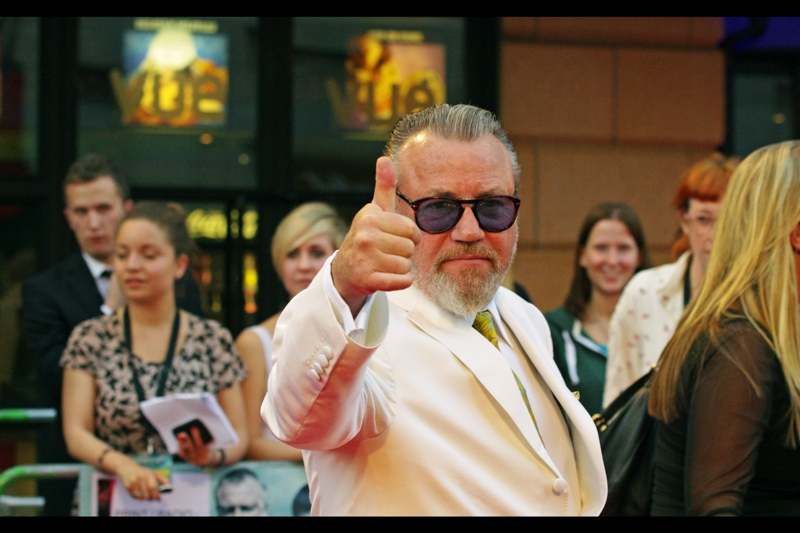 Ray Winstone likes that Taylor Swift song. (As do I)