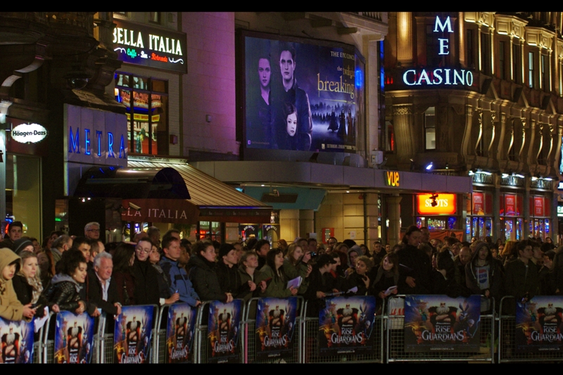"Yesterday's Twilight premiere looms like a shadow over everything this premiere is not. And damnit, Alec Baldwin didn't show up for ""Rise of the Guardians"". (Not that he showed up for Twilight, but that's not the point)"