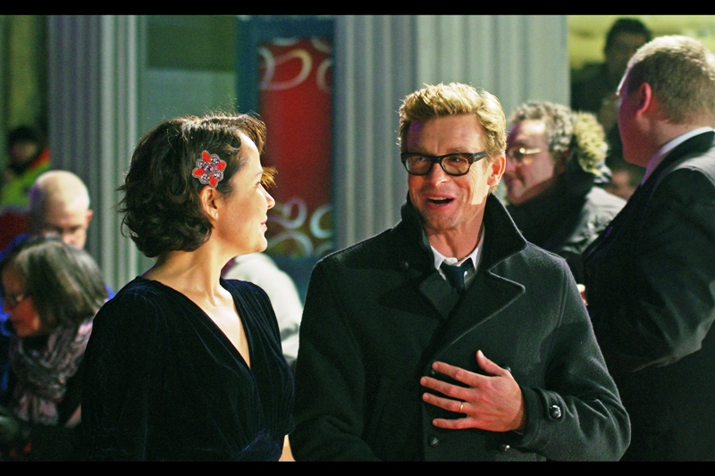 I don't watch The Mentalist, so I can't vouch for the awesomeness or otherwise of Simon Baker.