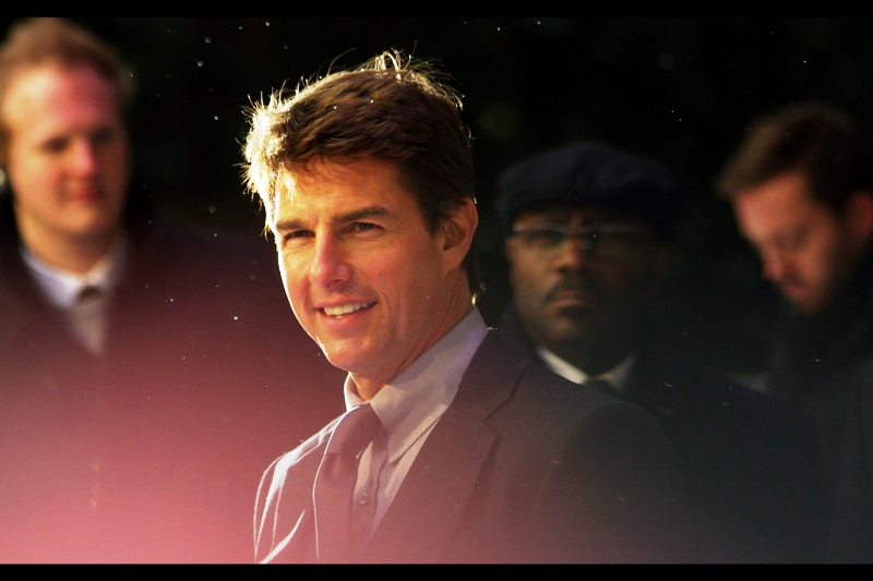 The particulate matter illuminated by paparazzi flashes is snow (!) but don't let that distract you from the immaculately mussed hairstyle of Mr Tom Cruise.