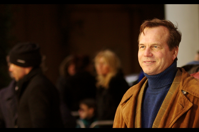 "Even more random arrival with an incredible brown/yellow jacket : Bill Paxton of Aliens ('game over man, game over!!'), True Lies (""... it's pathetic"") and Twister fame."