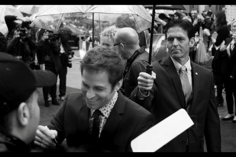 Director Zack Snyder and his shirt drop by to do some signing, to the gritty 'approval' of his Umbrella Holder.