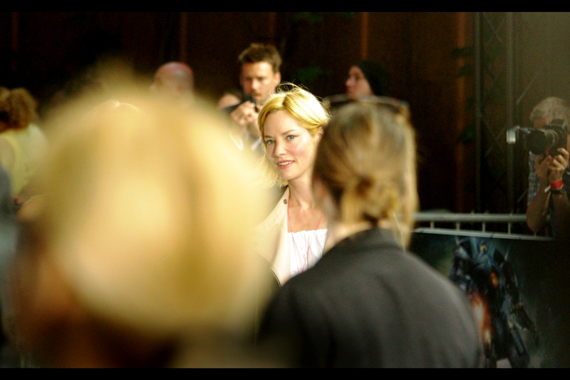 Actress Sienna Guillory is not in this movie, and breezed past fans only to pose for the Paparazzi. Still, she was good in Resident Evil 2 (and that's not a compliment many actresses would cheerfully accept AS a compliment, but it's nonetheless sincere)