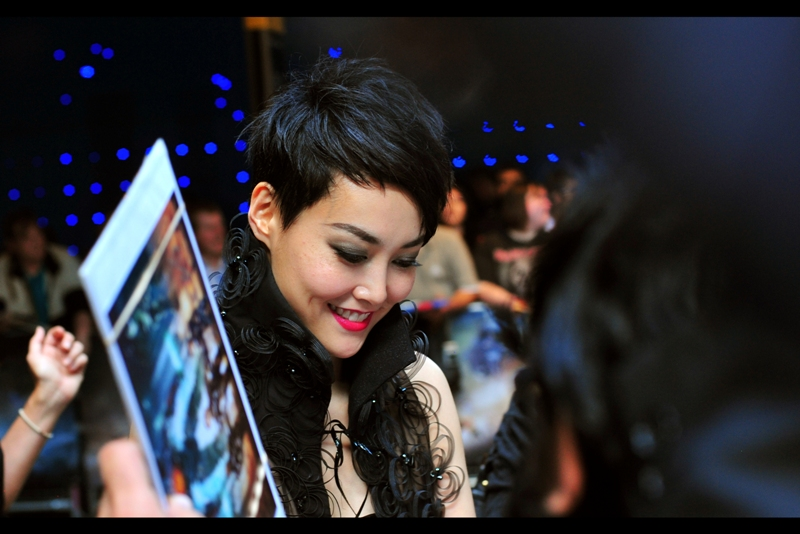 This is actress Rinko Kikuchi, who I've been reliably informed is wearing Chanel. I can only add that it's black, lacy, and has an unusual collar configuration. And the lipstick colour is awesome given the ambient colour of the light at this venue.
