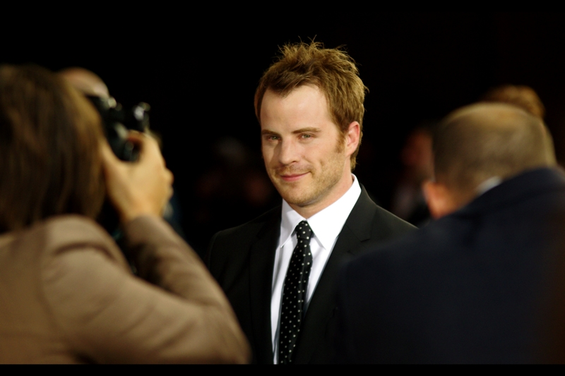 """Meanwhile, per imdb, Robert Kazinsky is best known for 254 episodes of Eastenders and being in the George Lucas-produced """"Red Tails"""". Still... he's looking at me and not the photographer. That's something (?)"""