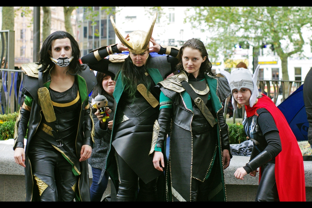 The Metro announced this morning that the five best Loki Lookalike costumes would win tickets to see the film. However, given these people were waiting in line since before 6am and couldn't have known about that competition, it stands to reason that they dressed this way anyway. (I'm going to say that this is extremely cool because I'm very sure otherwise they'd hurt me)
