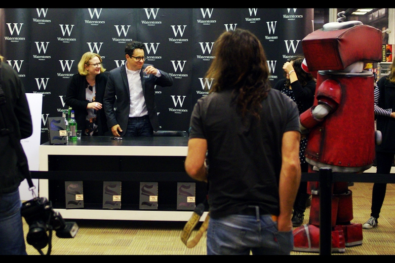 Now there's something not every director/production company head gets to see - somebody dressed as his own mascot at a book signing! (At the next Jerry Bruckheimer premiere, I'm totally going to think about dressing up as a tree with a giant bolt of lightning hitting it) (then I'll realise it'll really impede my photography, and won't)