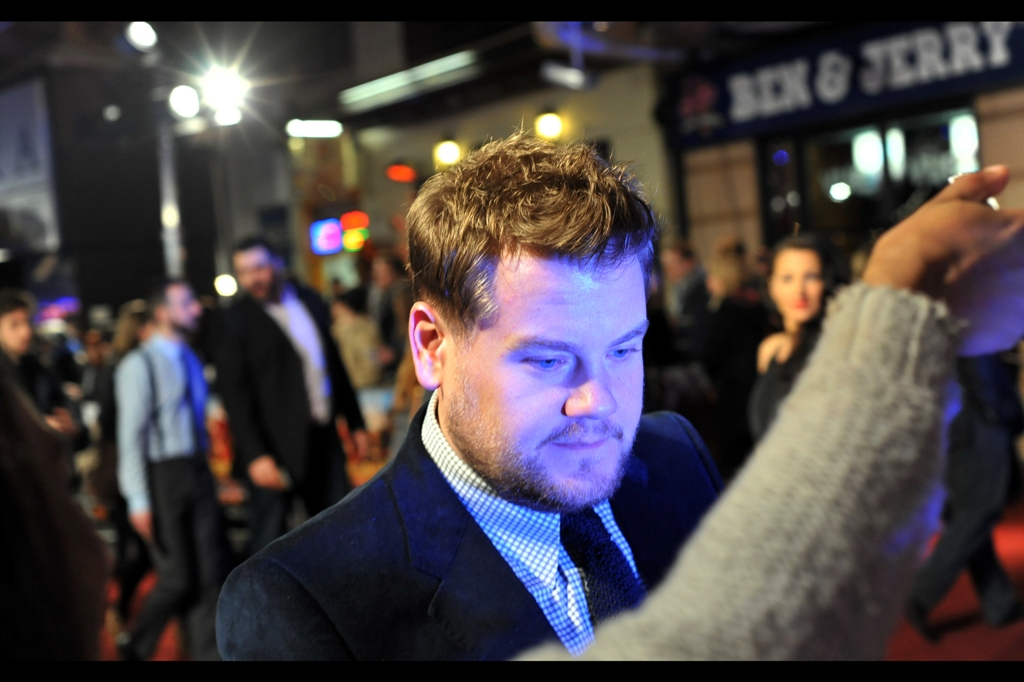 Our first arrival had nothing to do with the film, but James Corden is pretty cool. Meanwhile : shock revelation : my Pentax's battery had about 10 shots in it as I hadn't changed battery since the prior premiere or the one before that. What about the spare? I hear you ask. Umm... it's been so long since it had been recharged that it had fully discharged in the meantime. What about the SPARE spare? I hear you ask. Apparently also down to about 10-15 shots. Farq. I used to be so cool. Don't look at me, pretty DSLR lady...