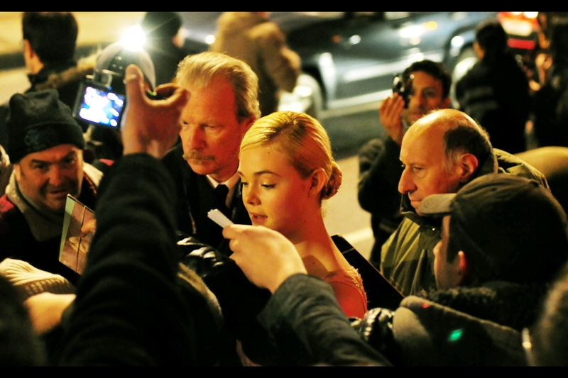 Incredibly, Ellie Fanning decides to sign autographs rather than rush inside or burst into tears. Meanwhile, her single dude stands protectively to her right. Needless to say, the dealers saw the flaw in that strategy.