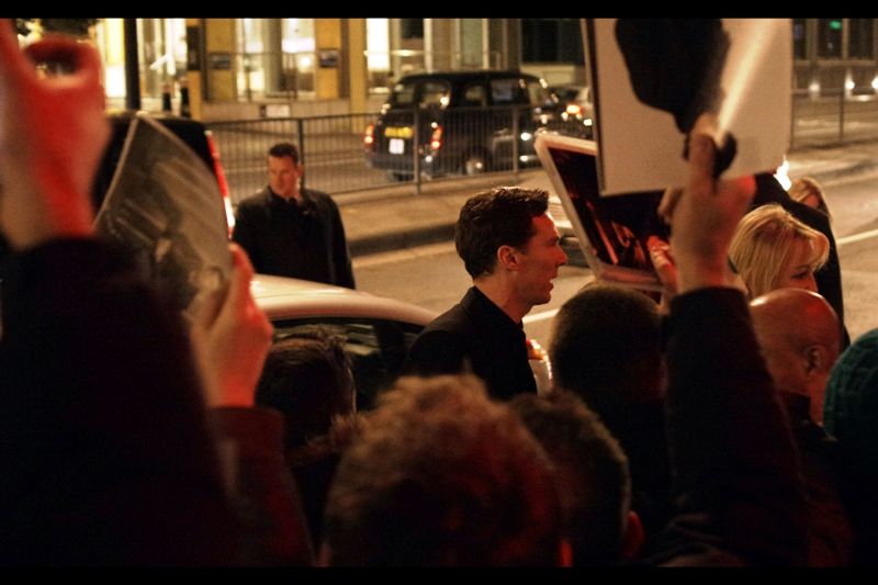 Benedict Cumberbatch signs about two autographs before the pushing gets so bad he decides to leave. Bearing in mind that the violence was dealer-on-dealer, this is a remarkable act of charity on his part : he could have stayed and let the violence thin out their ranks a bit.