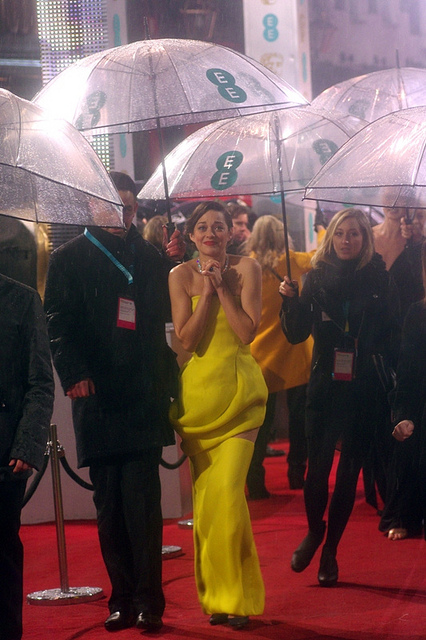 Like I said… Yellow. This photo is weird, by the way – I keep wanting to orient it with a straight horizon, but the lady to Ms Cotillard's right is already walking like This Asteroid Is Not Entirely Stable…