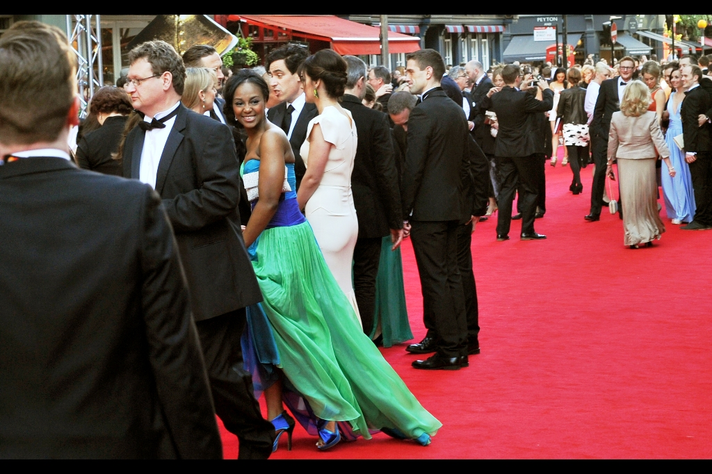 I'm making an executive call : anyone in a green dress = famous.