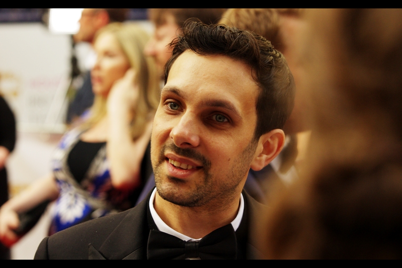 """I just stole twenty dollars from you. No... not your wallet. Online.""  Oh. It's magician Dynamo (in contrast to all the people at this thing whose name I don't know, I merely don't know his *actual* name)"