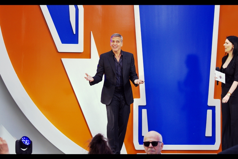 """""""If you're here to see me, good news! I'm that guy!""""  George Clooney went on-stage early to do some kind of live red carpet interview/advertisment for company whose name escapes me because they don't sponsor my website. Plus the carpet at this event was mainly grey."""