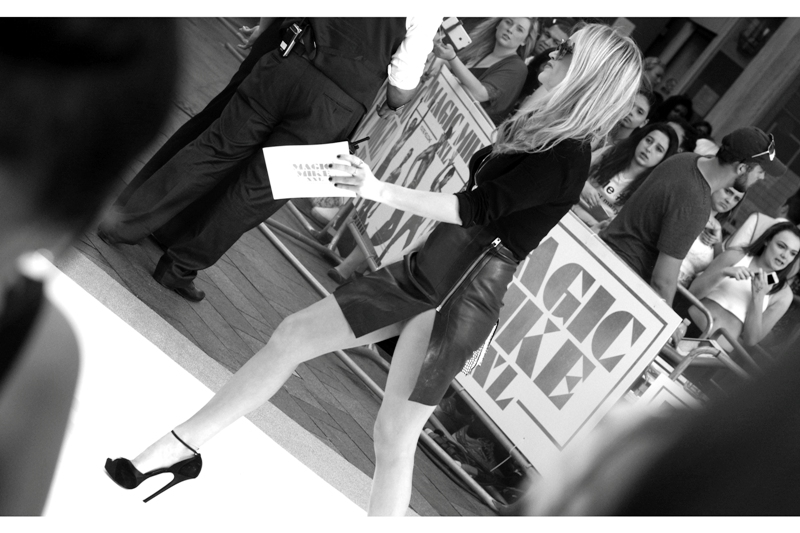 Our host at this premiere is Laura Whitmore, whose legs are long enough that I'm going Dutch Tilt and black'n'white for this shot. Because... you know... Art.