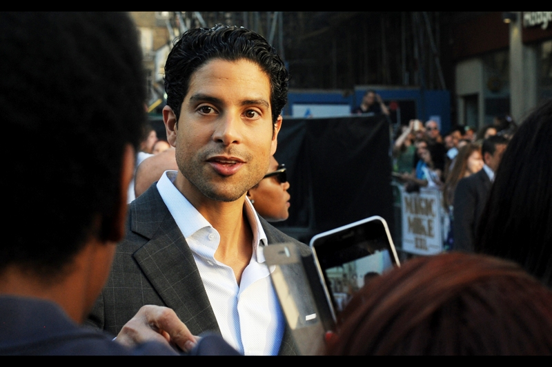 Adam Rodriguez is in this movie, and is not Amber Heard. But his jacket's gridline pattern is helping my Pentax K3 focus (the preferred - and older - K5 is currently receiving medical treatment for injuries sustained at a non-premiere altercation)