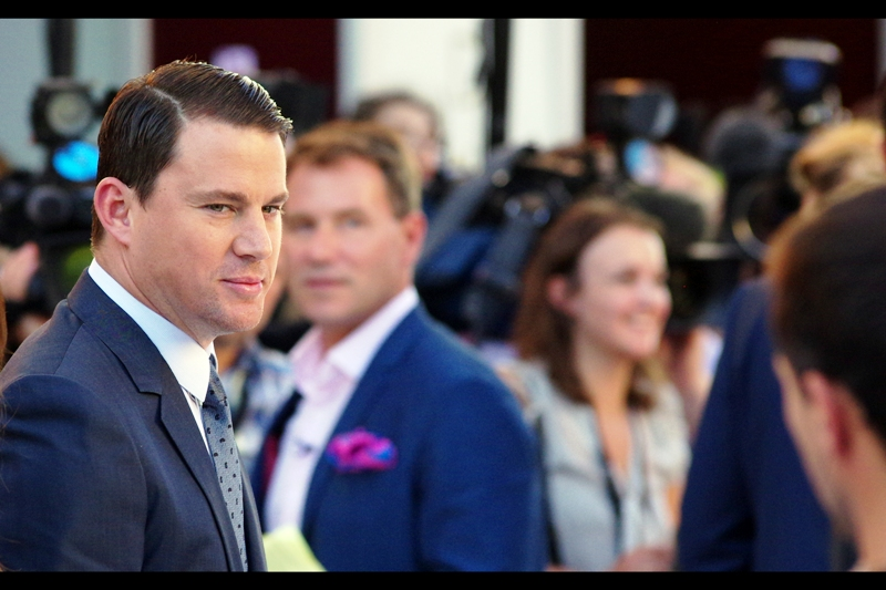 Time to put on those industrial-grade noise-cancelling headphones.... lead actor Channing Tatum has arrived, and is looking dapper. I repeat : Dapper. Commence your screaming, ladies.