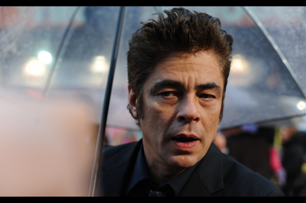 Benicio Del Toro's vaguely surprised expression enters its fourth or fifth autograph.