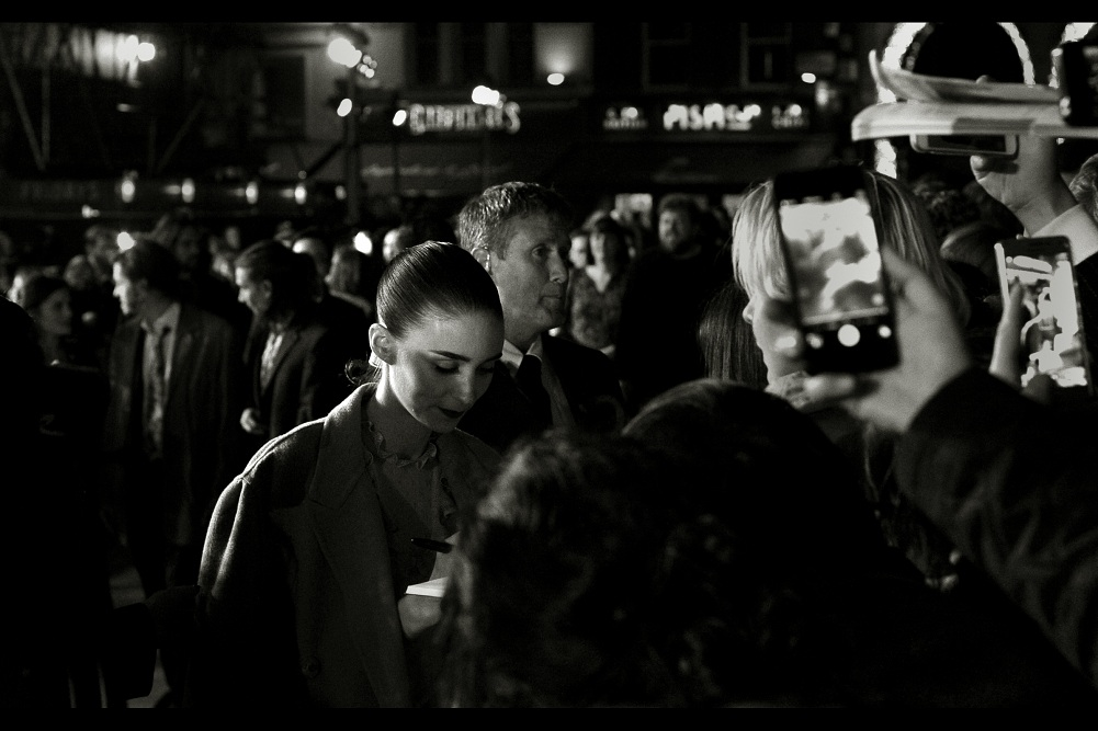 Rooney Mara has made it to our part of the crowd, which has suddenly swelled with those lovable celebrity-parasites known as Autograph Dealers. Sadly Rooney Mara elected not swear at them a la Saoirse Ronan at the premiere of 'Brooklyn' a few days earlier... she merely elected not to linger.