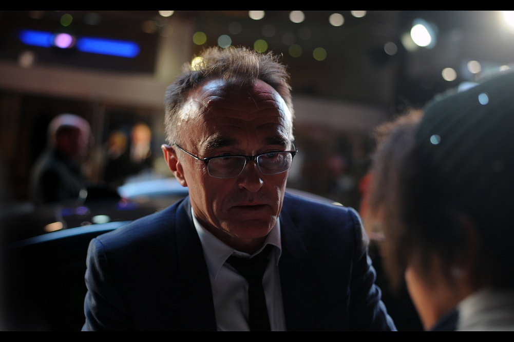 """""""Oh, very well then. A promise is a promise. Personalised autographs for ALL your cousins?""""  Amazingly, Danny Boyle actually decided to sign autographs along the FULL LINE of remaining fans, while his limo trails behind until he's ready to get in. VERY classy move, Mr Boyle!!"""
