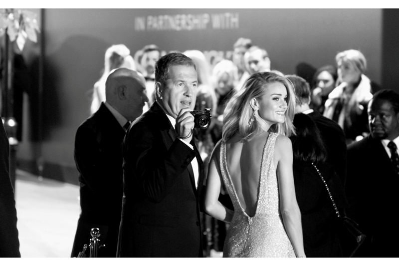 Distressingly, Rosie Huntington-Whitely's date for the evening is neither Jason Statham (who I significantly resemble in that we share similar hairlines, number of arms and home planet), and not only a purse, ...but noted fashion photographer Mario Testino. Great. Of all the professions hanging off the arm of Rosie H-W, it had to be a photographer??