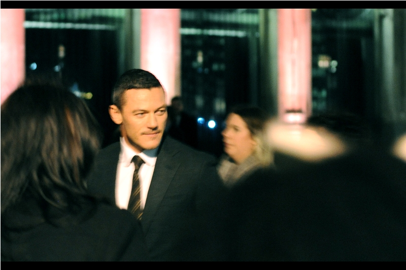 Good news : turns out 24hrs later I'm awake enough to extract at least one Luke Evans shot. I'm not proud of much in this shot. However if nothing else you can't deny one thing : my camera's batteries were charged.