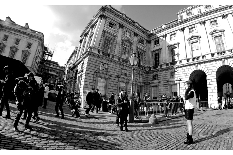 Location : Somerset House. One of the few times where carrying a DSLR makes you feel like you're respected (yes, even a Pentax). Even regardless of how dodgily you might be dressed.