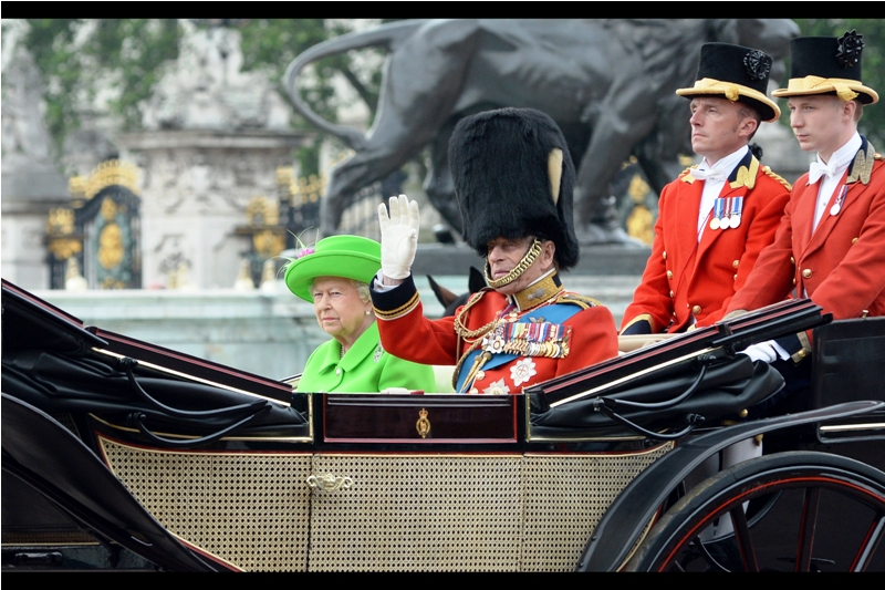 """""""I've got a whole beer keg under this thing. And it's really heavy!"""" """"I told you before that this carriage has stubby holders, dear...."""""""