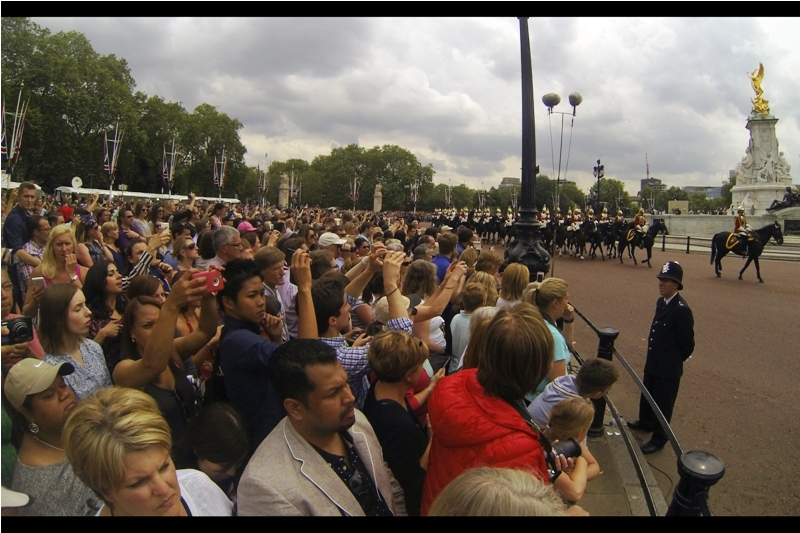 The horse guards are running some pretty impressive Defence on Her Majesty.. I didn't get a single decent shot of her returning to Buck House.