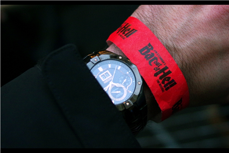 Shiny authentic wristband gives me not just access to a pen alongside the stage, but also free drinks afterwards. However, the requirements of an early morning wakeup tomorrow at my Real Job, and my own inherent lack of coolness mean I do not indulge in the drinks offer. Also : I'm an idiot.