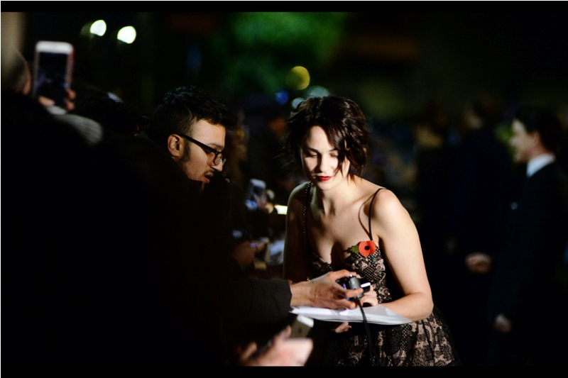 """I'm not sure who this is, but this is the second of three (four?) women tonight that people in the dealer pen were excitedly calling """"Lily"""". I think she kind of looks like actress Tuppence Middleton, but I generally don't bet against autograph dealers."""
