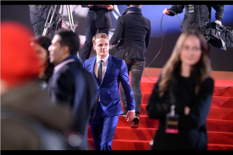 Josh Dylan is in this movie, and his suit is a very nice shade of blue... but all the kids around are still mostly screaming for Brad Pitt to sign autographs for them.