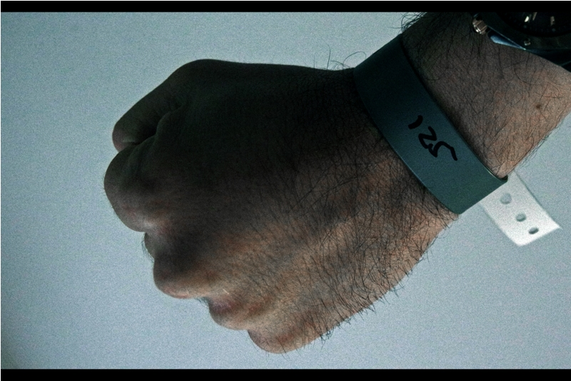 I'll give the organisers of this premiere one bit of early kudos : Grey Wristbands. Appropriate.