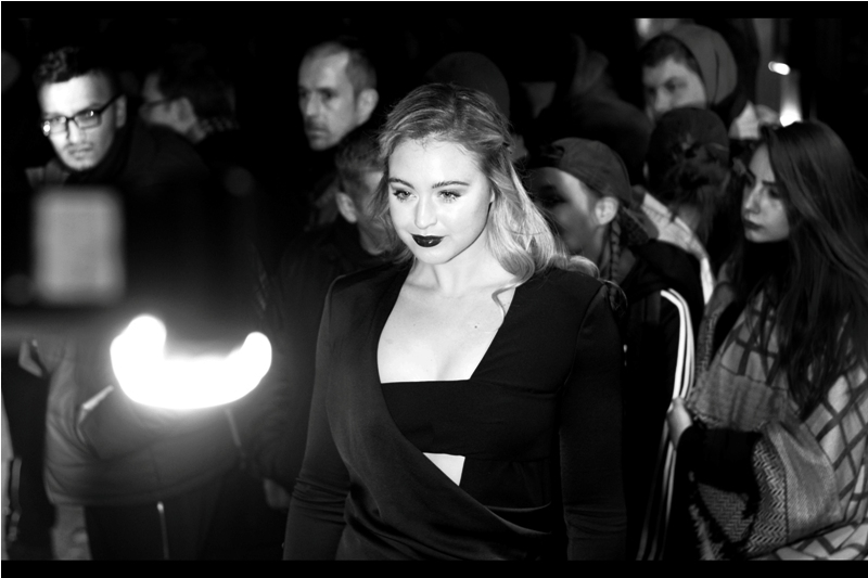 <to be identified Later>  (Me, Later : Iskra Lawrence.) (Me, even Later : Thanks) (Me, slightly earlier : You're welcome) (what... I've watched Arrival. It's possible)