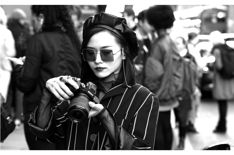 Square glasses, beret and a DSLR. If this look could be any cooler, I'm going to have to buy myself some square glasses and a beret.