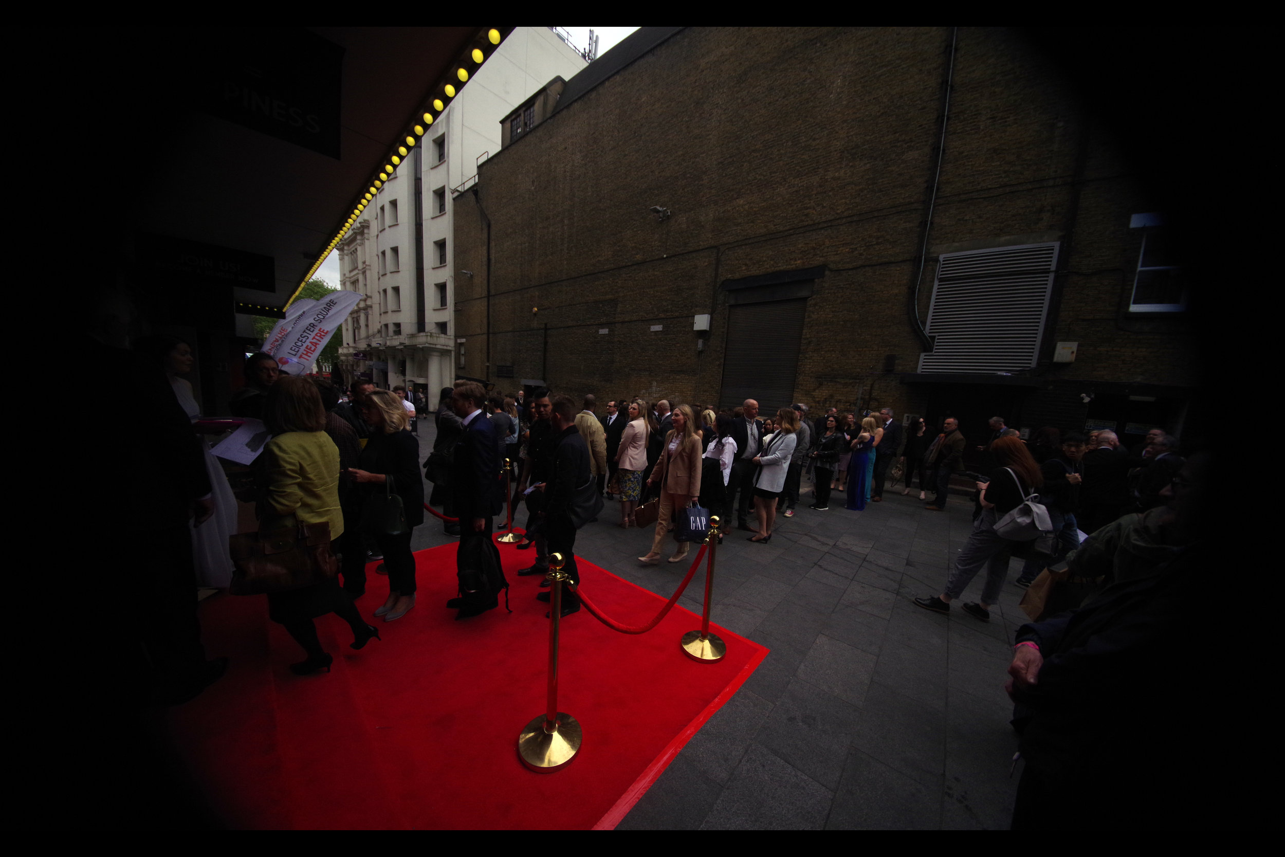The square meterage of the red carpet at this premiere was small, but it's not every world premiere that has the confidence not to put in place barriers or security staff to keep the hordes of fans and autograph dealers at bay.