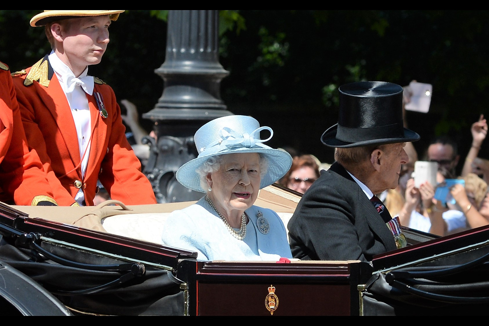 """I'm not endorsing your website, I don't know what a 'premieres.co' is, and my lawyers have special dispensation to carry M-16s. So tread carefully"" -  it's The Queen! She's on all the coins!!"