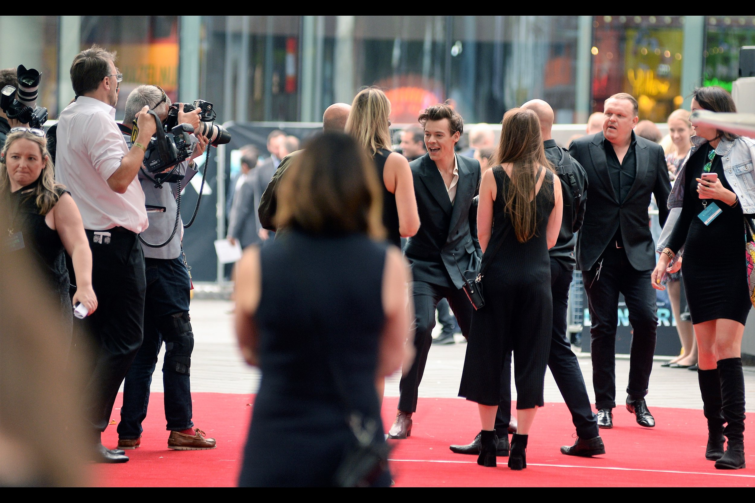 """""""OMG I'M HARRY STYLES!!!!""""  - the noise of screaming girls around me is set to volumes my iphone headphones can't easily dampen, and several octaves above that which would start confusing migrating bats. (I've photographed him at one premiere prior to this :   2013's """"Class of 92""""  )"""