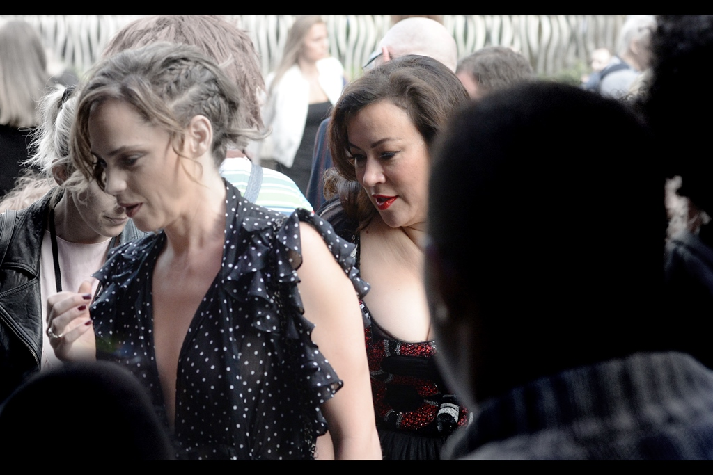 Oh, look - I appear to have reached the minimum requirement for a premiere journal : one (1) confirmed photo of a person invited to attend the premiere. In this case, actress Jennifer Tilly, who provides the voice of the doll Tiffany in the film