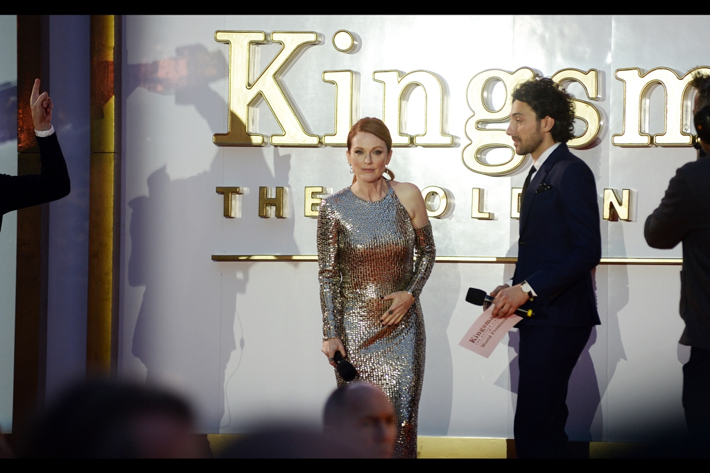 Julianne Moore and I share a moment.Or maybe it's a staring contest I'm about to lose because I critically misunderstood the nature of our current non-relationship. I think other than a few furtive shots at various Baftas, I've only photographed her semi-well at  the final Hunger Games: Mockingjay premiere in Berlin