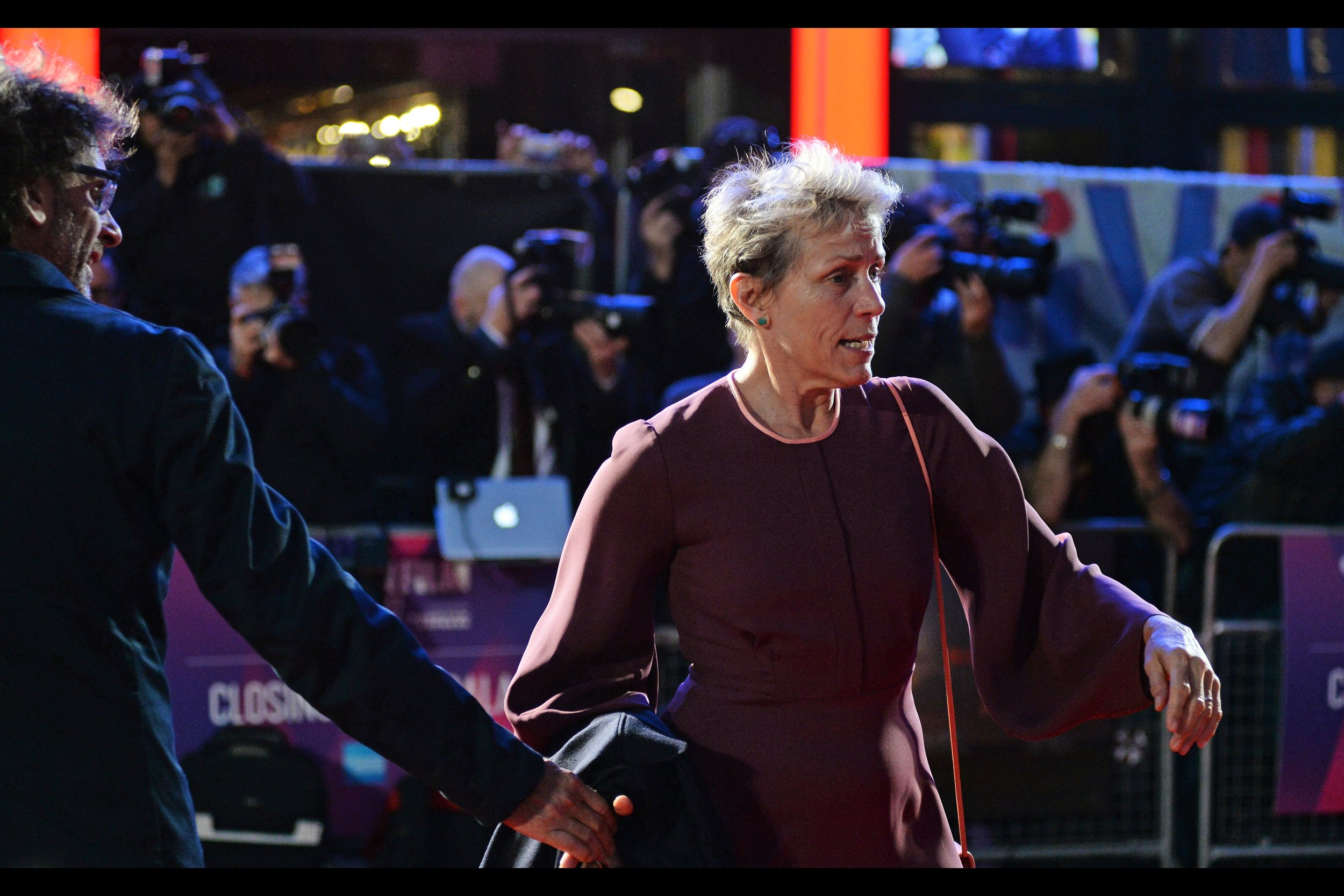 """""""Wait.. I haven't high-fived or chest-bumped Peter Dinklage yet!""""  Frances McDormand is also married to one of the Coen Brothers directing duo : Joel (on the left of this photo)."""
