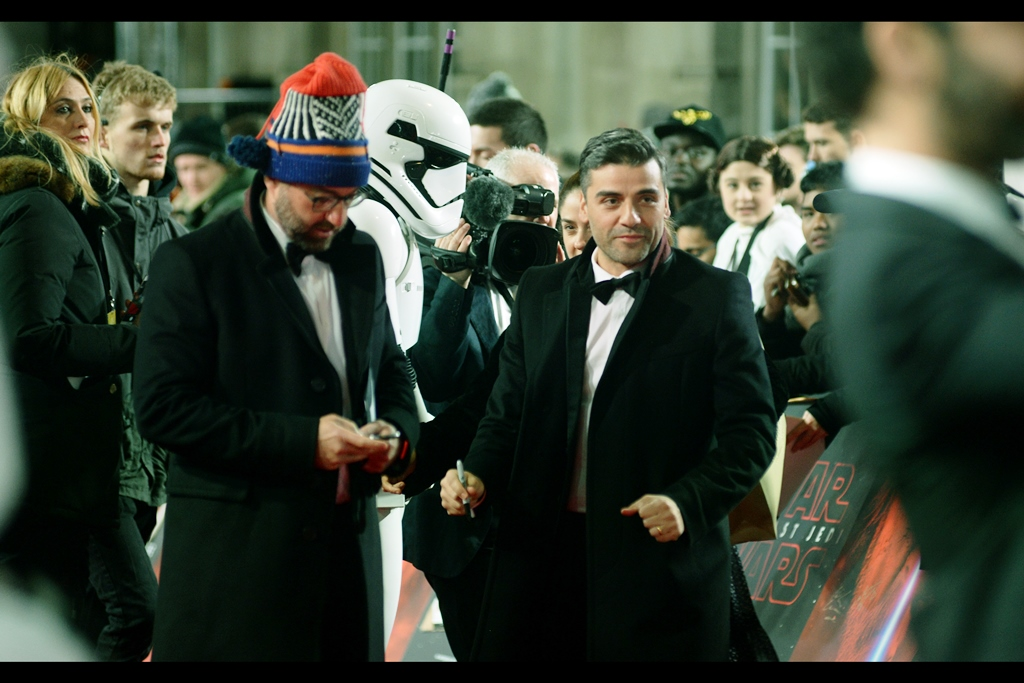 Possibly the last cast arrival - Oscar Isaac, who plays <checks> Poe Dameron <tm> in the film and/or action figure toy line associated with this IP. (My camera started the premiere with about 3K shots worth of battery life and 4K shots free on the memory card... and finished it with slightly less than half that left on each)