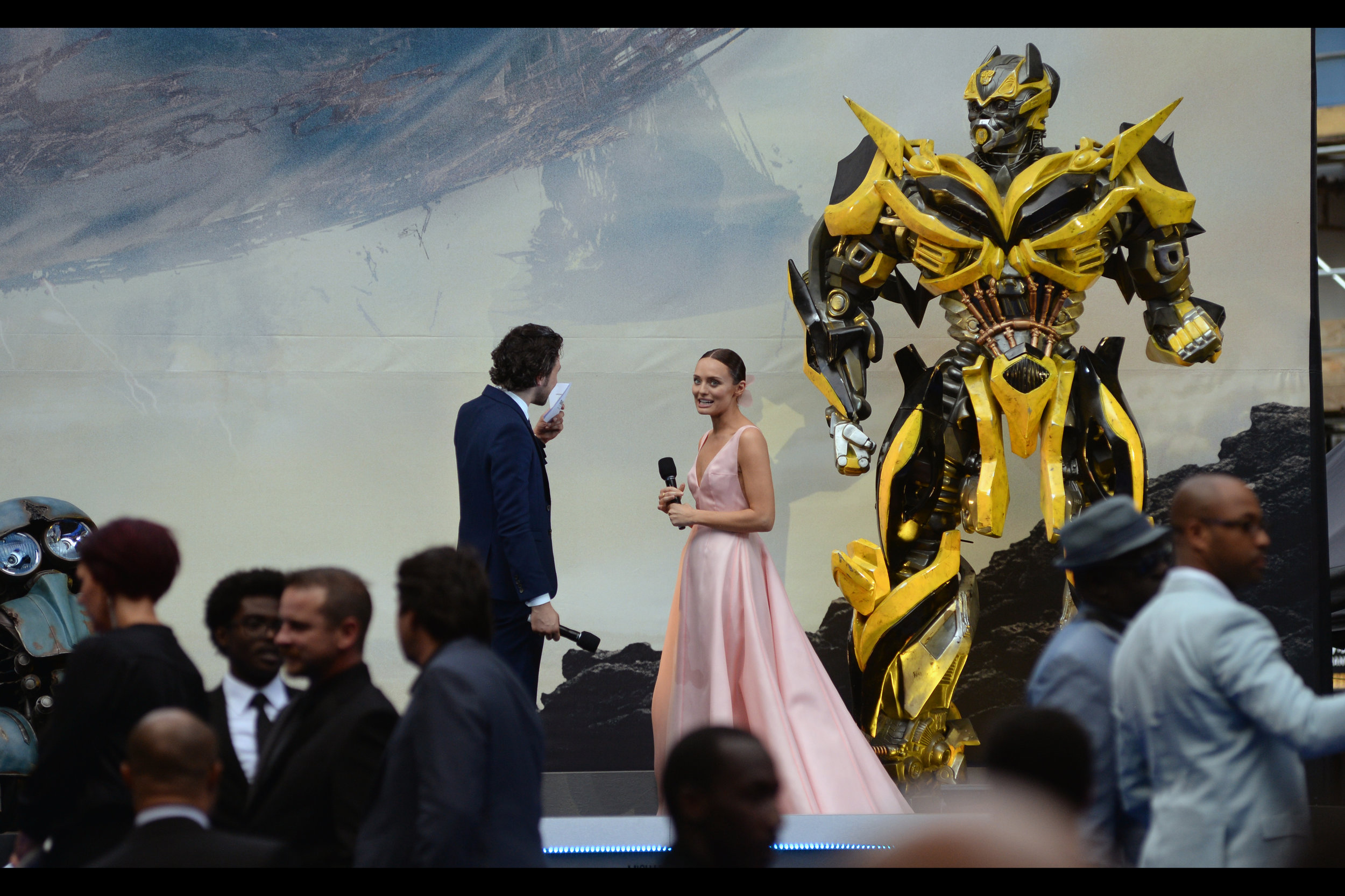 June 18th : Professor Laura Haddock explains... whatever her character's degree was at the    'Transformers : The Last Knight'    premiere.