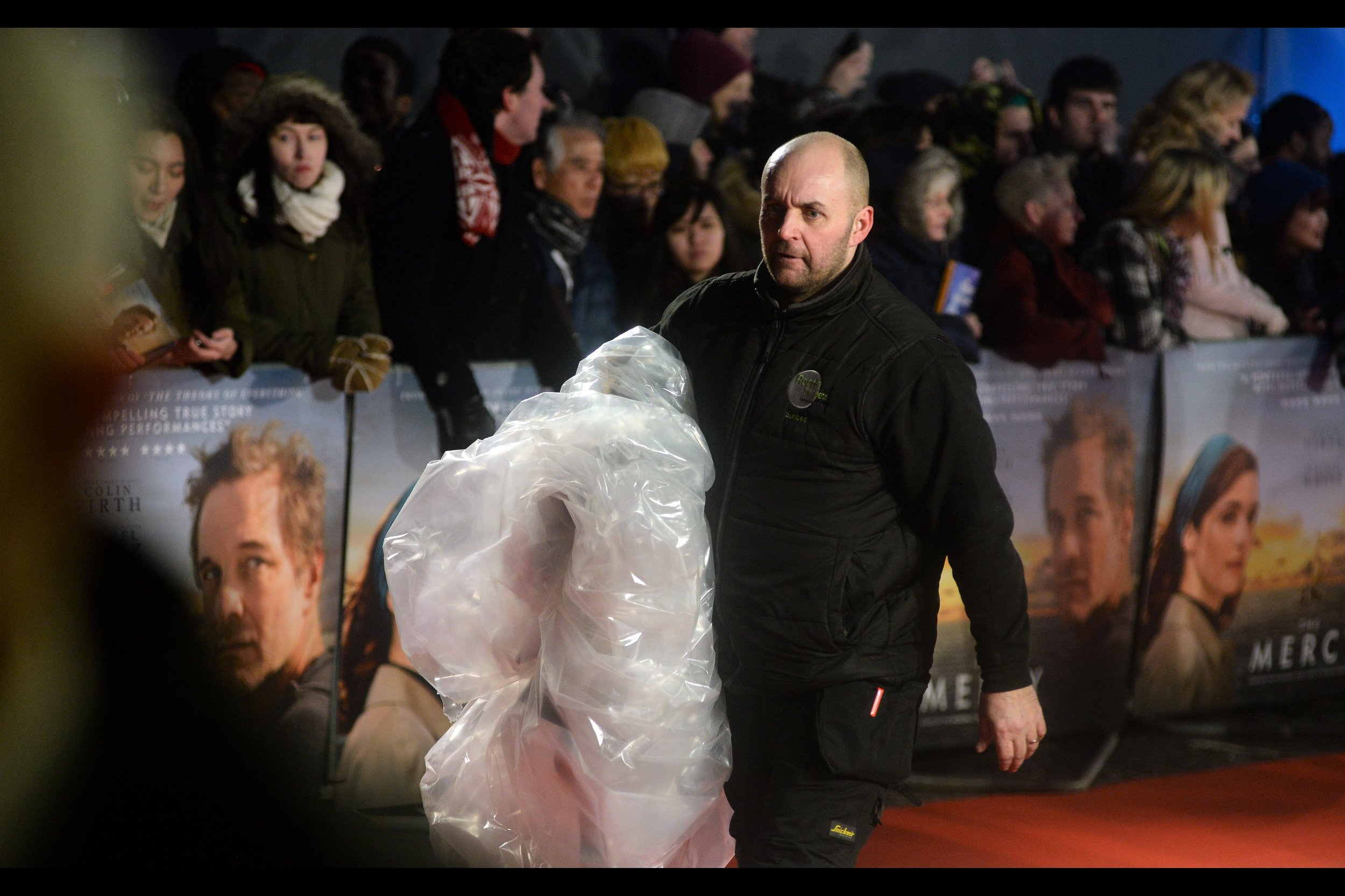 It briefly snowed (!) at this premiere (I wasn't around : I was at a nearby Pret staying necessarily warm) - the protective plastic was removed minutes before the event started.