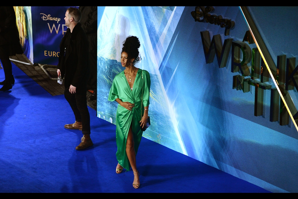 Owner of shiny green dress : Vick Hope.